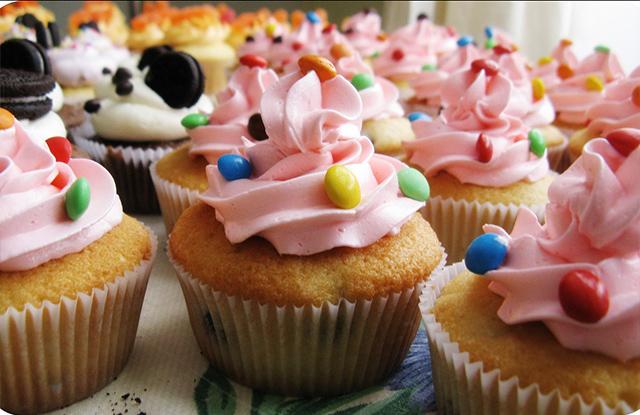 cupcackes y confites rocklets coloridos