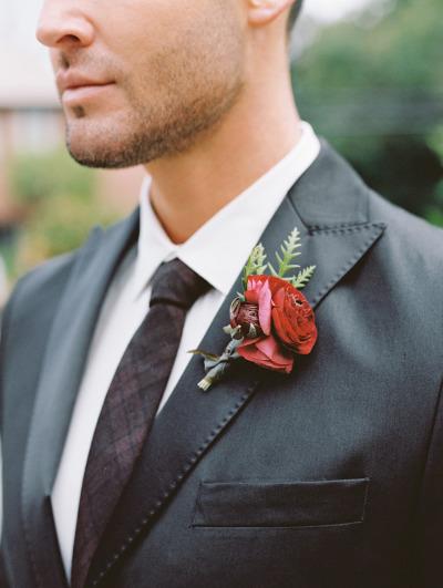 Prendedor floral del novio y padrinos