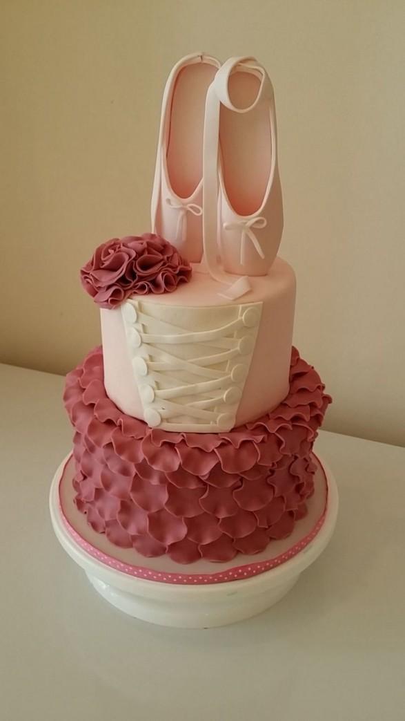 Especial Tortas para Bailarinas Todo Bonito : Torta Corset y zapatillas de punta 587x1043 from blog.todobonito.com size 587 x 1043 jpeg 71kB