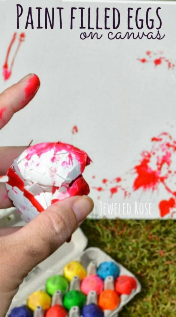 Huevos con pintura para arte