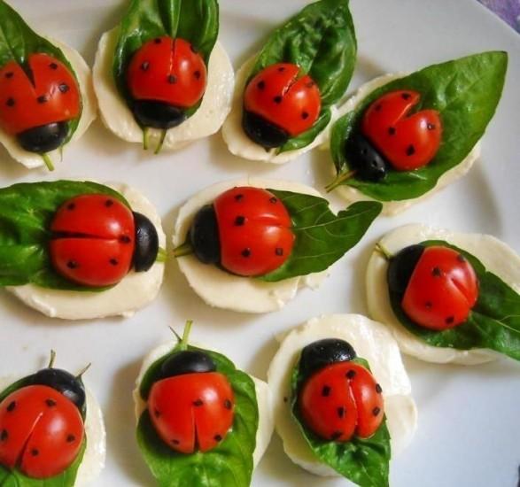 Bocados con tomates y queso