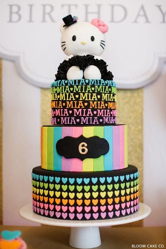 Torta Hello Kitty muy colorida