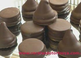 Conitos de dulce de leche y alfajorcitos de chocolate