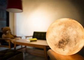 Creativa lámpara lunar: la luna en tu habitacón