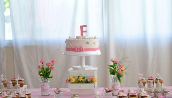 Un cumpleaños en rosa y blanco