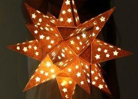 Lámpara estrella brillante para recibir la Navidad