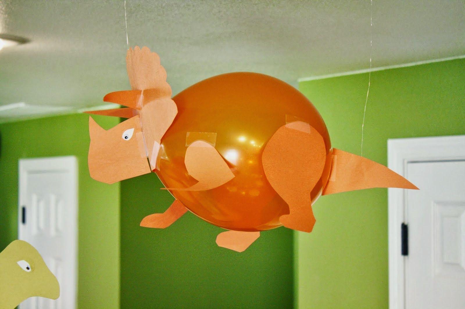 Dinosaurios con globos
