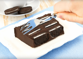 Tarta helada de chocolate y galletas oreo