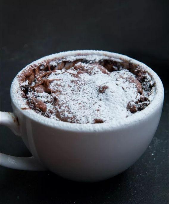 Torta en taza de chocolate de avellana
