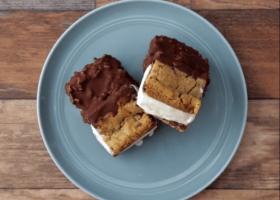 Sándwich helado de galletas con chocolate