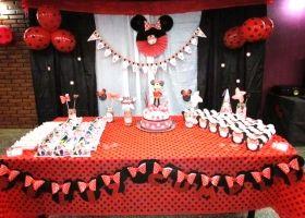 Minnie en rojo y negro para el cumple de Paz