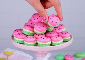 Tiernos macarons en forma de sandías