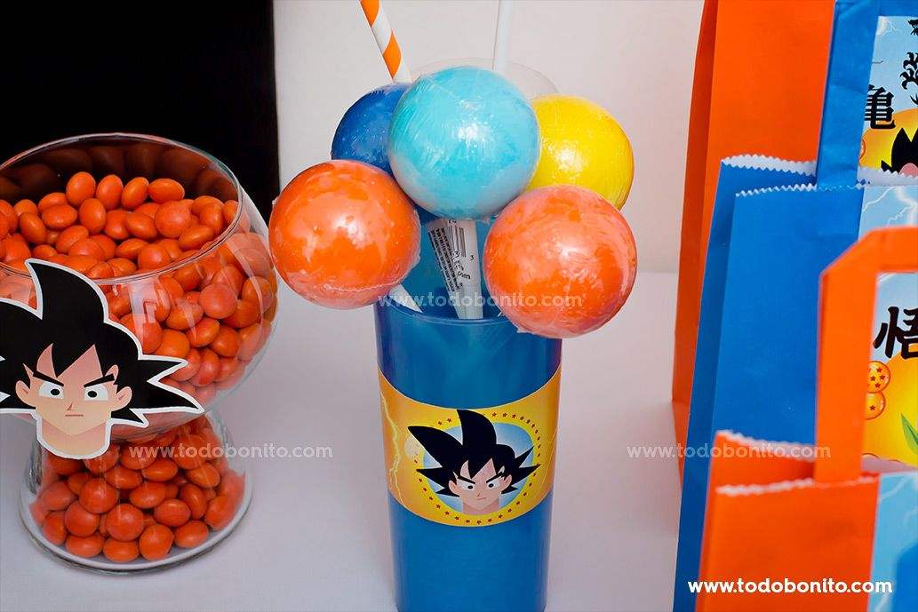 Decoración de la mesa principal con el Kit Imprimible de Dragon Ball