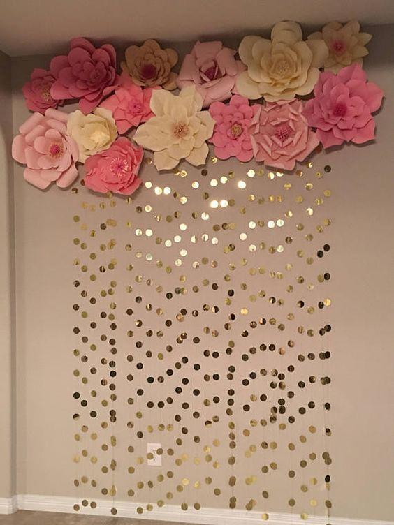 Decoración de fondos con flores de papel