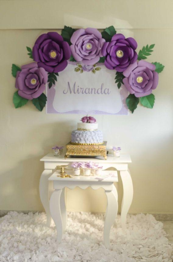 Mesa con torta y deco shabby chic lila