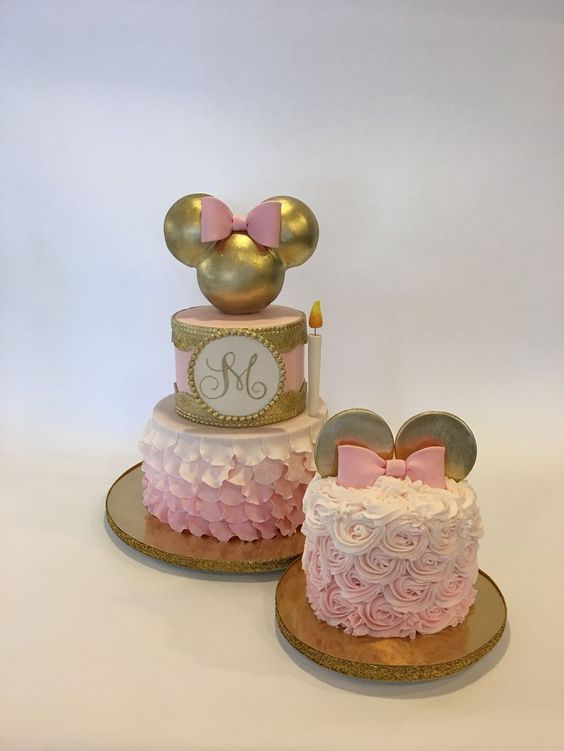 Majestuosas tortas de Minnie rosa y dorado
