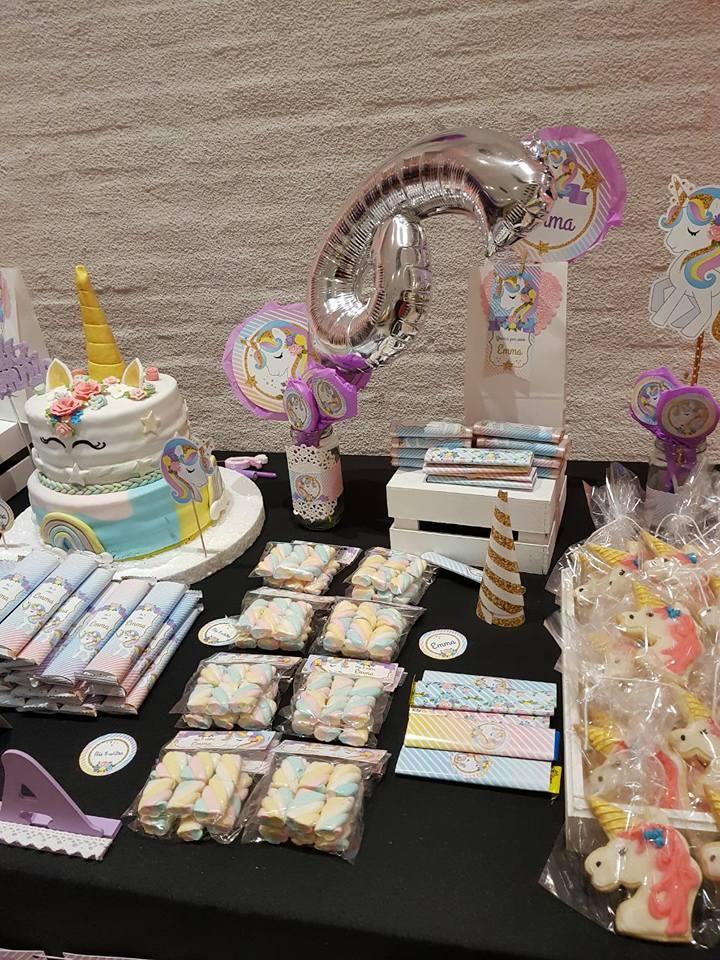 Mesa dulce interior y torta unicornios