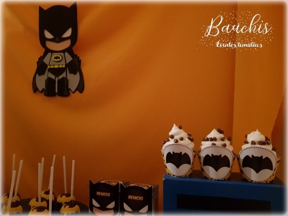 Decoración y cupcakes con Kit imprimible Batman Todo Bonito