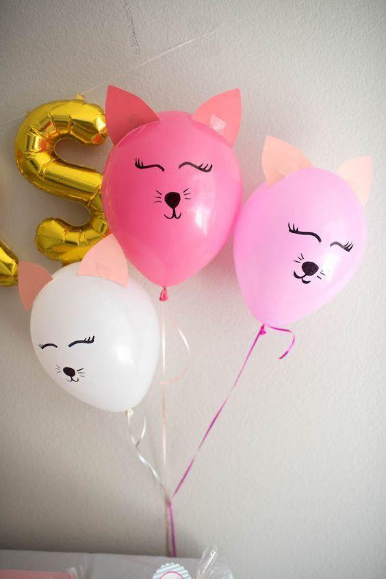 Globos decorados como gatitos