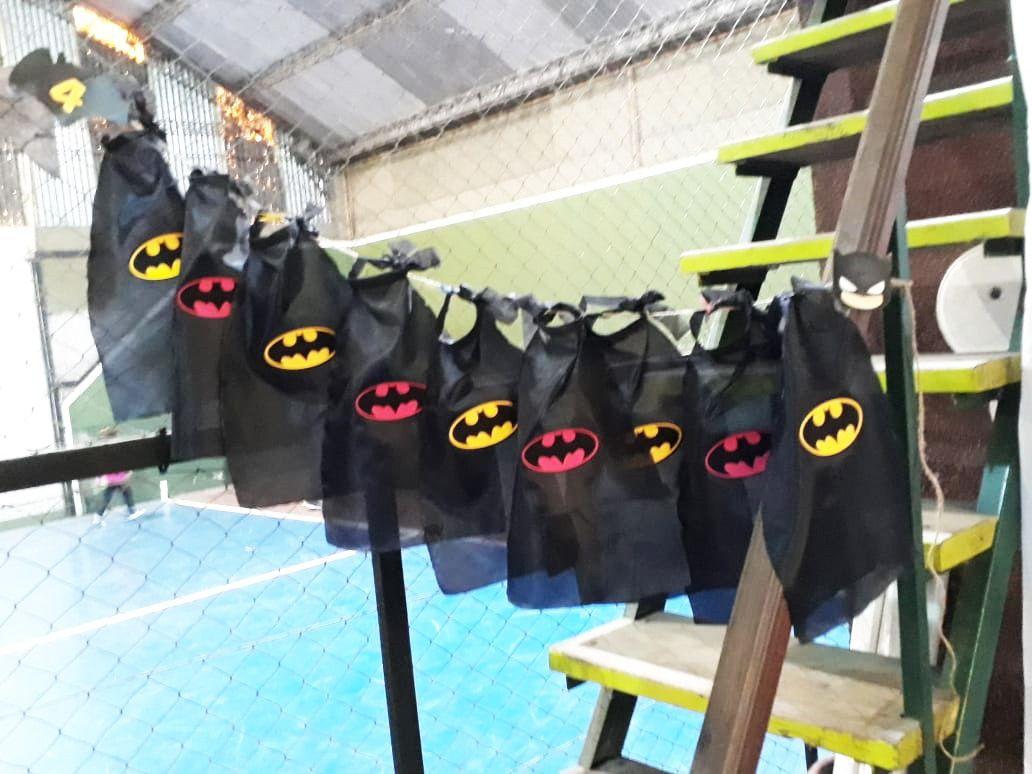 Capas de Batman para invitados cumpleaños