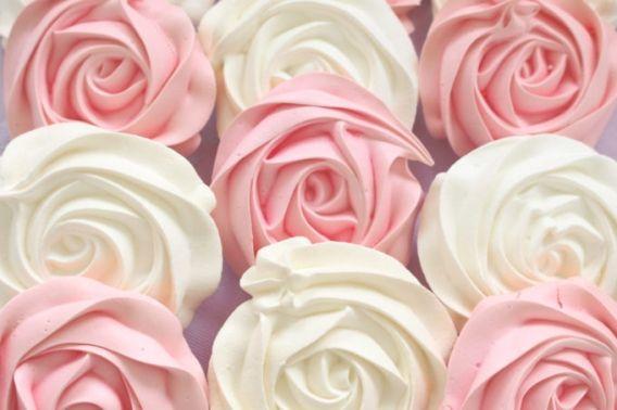 Rosas de merengue, una delicada delicia