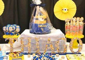 Thiago rodeado de Minions en su quinto cumpleaños