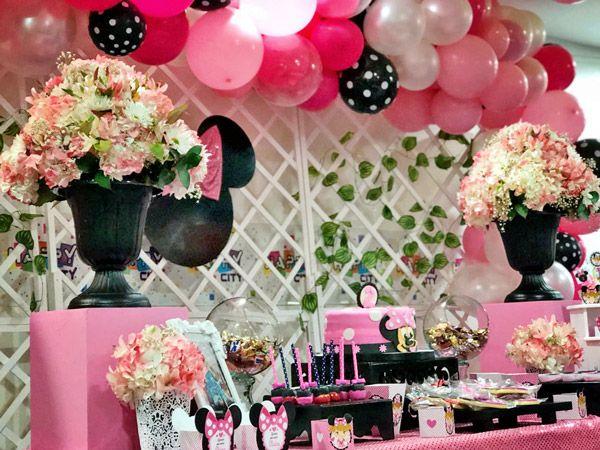 Mesa decorada con imprimibles para cumpleaños kit orejas de minnie rosa