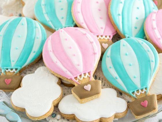 Hermosas ideas para una decoración con globos aerostáticos para nena