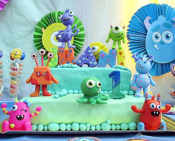 Torta temática de monstruitos para cumpleaños