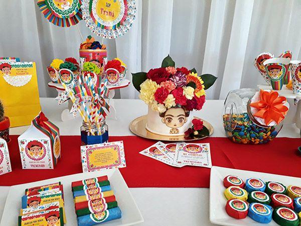 Decoraciones y torta con diseños imprimibles Frida de Todo Bonito