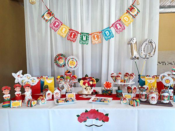 Decoraciones en mesa principal con diseños imprimibles Frida de Todo Bonito