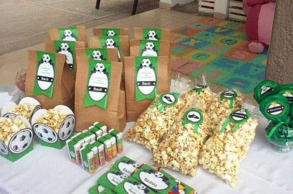 Mesa dulce decorada con kit diseño fútbol de Todo Bonito