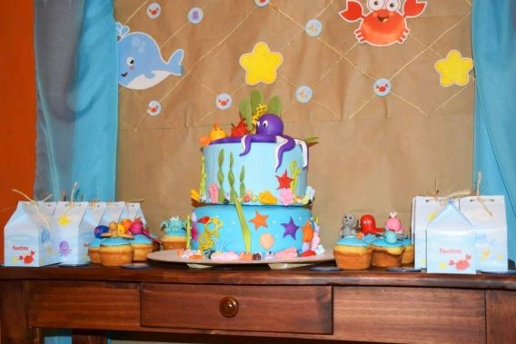 Mesa dulce con decoraciones del kit imprimible animalitos de mar de Todo Bonito
