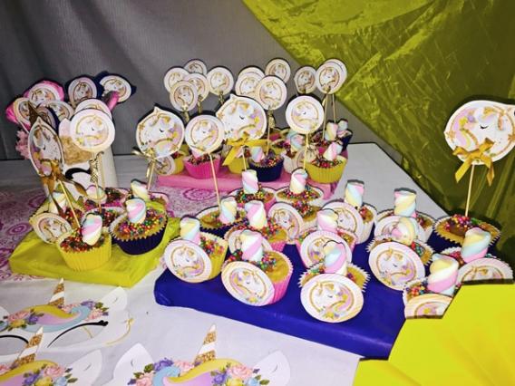 Cupcakes decorados con imprimibles Unicornios de Todo Bonito