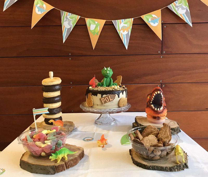 Mesa dulce de dinosaurios por Todo Bonito