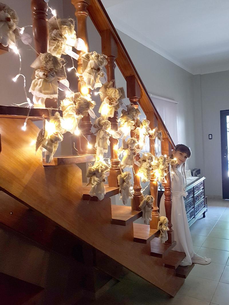 Decoraciones luminosas en escalera con estilo rustico