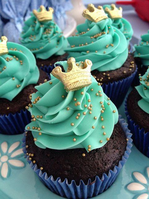 Cupcakes decorados con temática de Coronas para niños