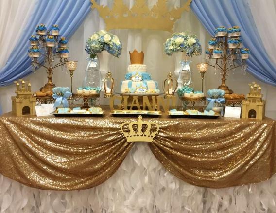 Decoración de fiesta para nene con coronas