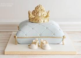 Tortas para una fiesta de príncipe en dorado