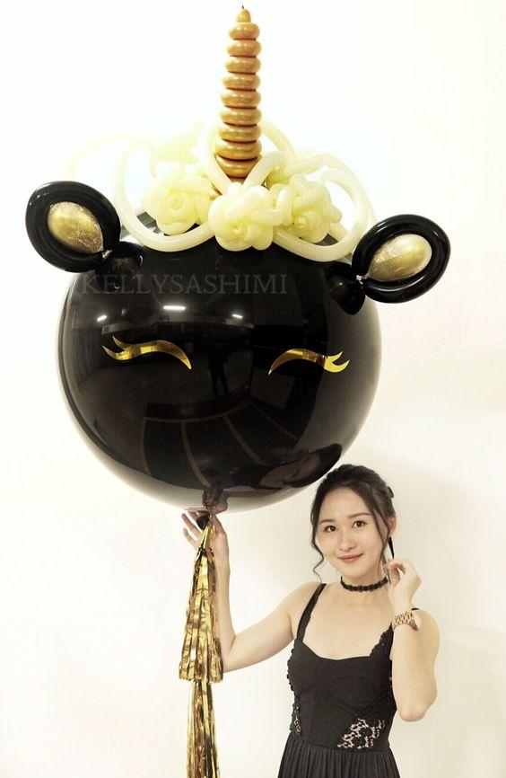 Globos gigantes decorados de Unicornio negro