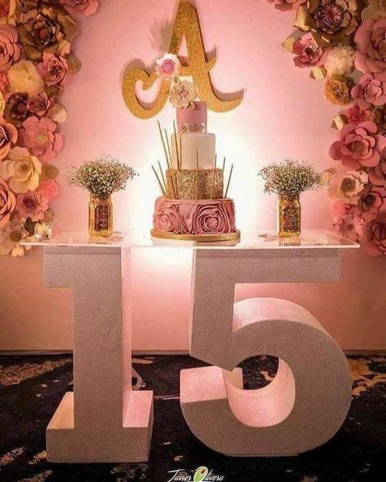 Tendencia: base de mesa de dulces con forma de número o nombre