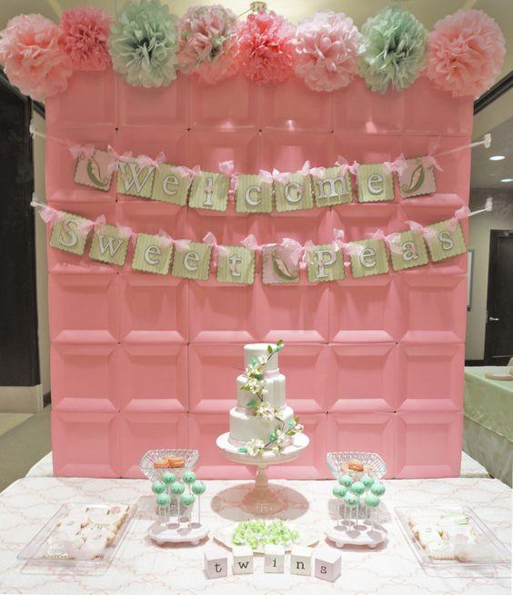 Fondo color rosa con platos