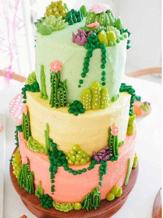 Torta de cactus en colores verdes