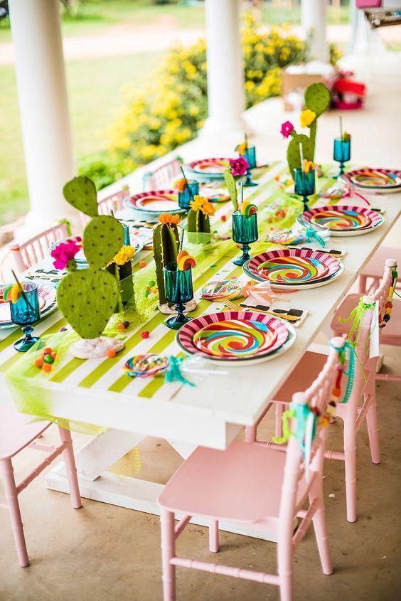 Decoración de mesa con temática de cactus