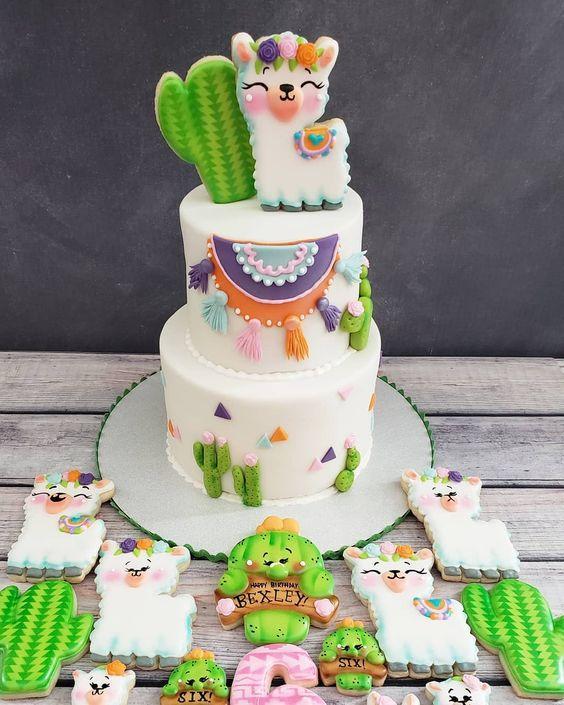 Torta y galletas decorada con temática de llamas