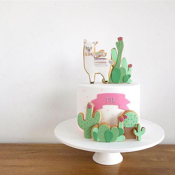 Torta personalizada con temática de llamas