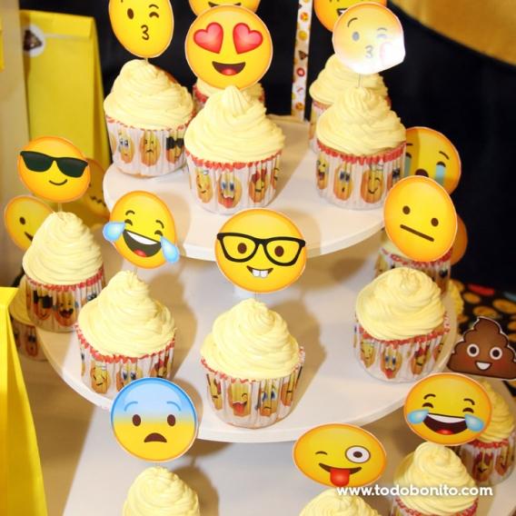 Torre de cupcakes de Emojis