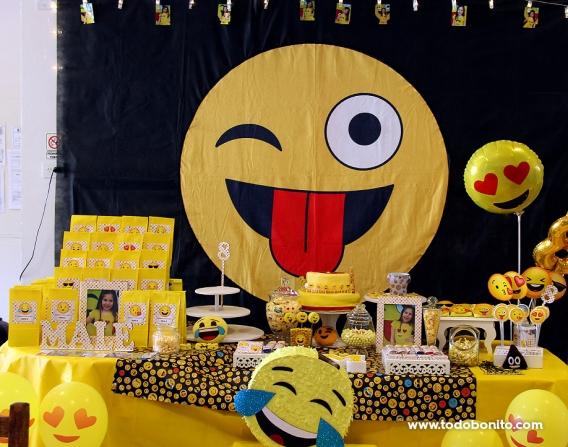 Mesa decorada con Emojis Todo Bonito