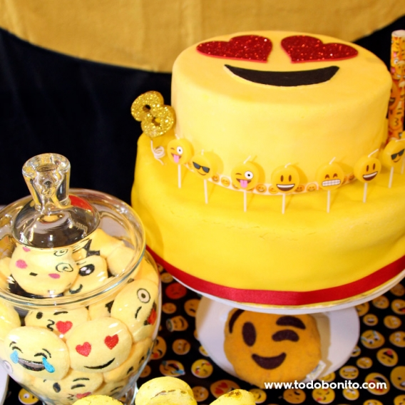 Torta decorada con Emojis Todo Bonito
