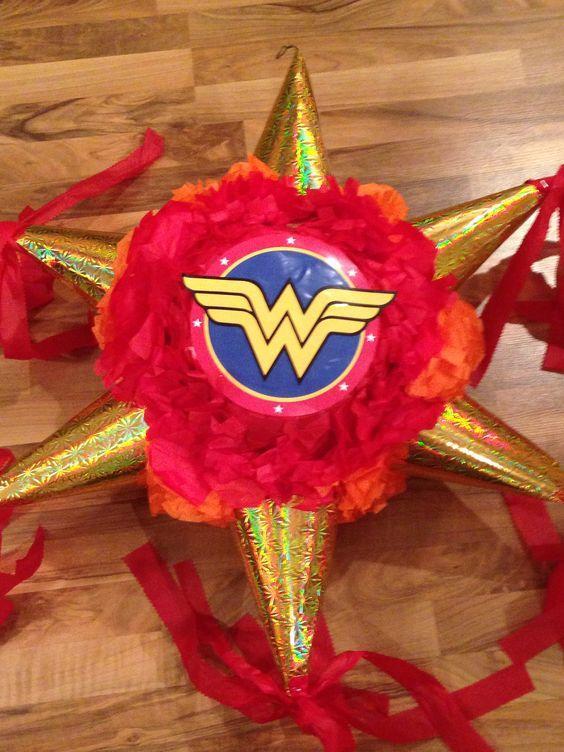 Piñata de Mujer Maravilla